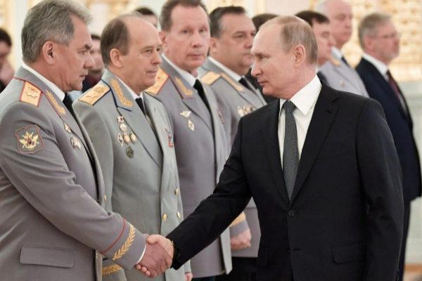 El presidente ruso, Vladimir Putin, en una ceremonia en el Kremlin con...