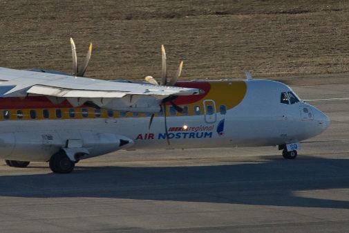 Un avión de Air Nostrum en la T4  del aeropuerto de Barajas