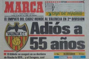 La portada del diario Marca del 22 de abril de 1986 confirmando el descenso del Valencia.