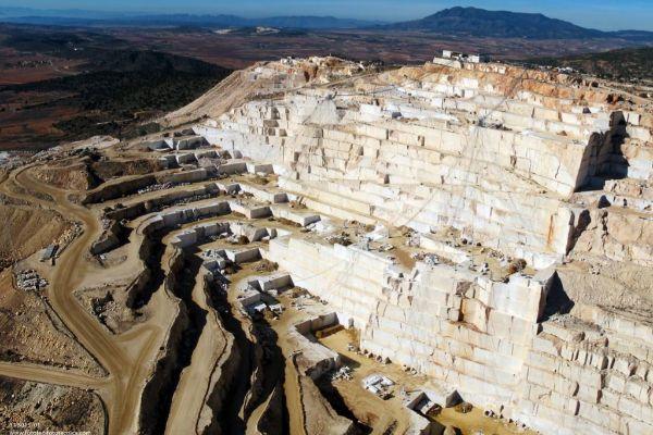 La cantera de mármol del Monte Coto que explota Levantina en Pinoso.