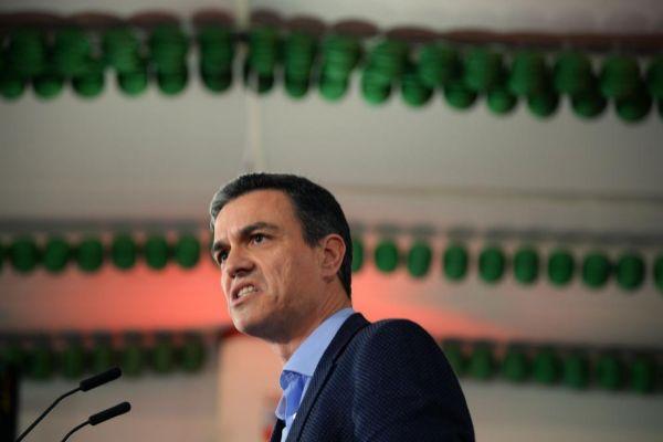 El presidente del Gobierno, Pedro Sánchez, en un mitin en Dos...