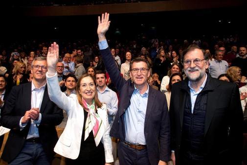 Mariano Rajoy, Ana Pastor y Alberto Núñez Feijóo, en un acto de campaña en Pontevedra