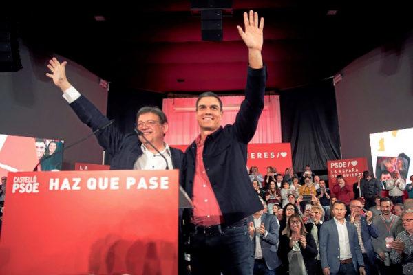 Ximo Puig y Pedro Sánchez, anoche, durante el mitin del PSOE en Castellón.
