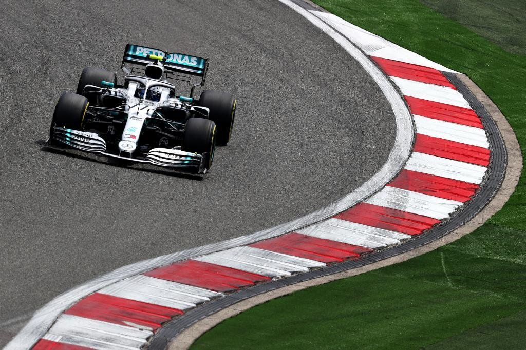 'Pole position' de Bottas y problemas para Ferrari y McLaren