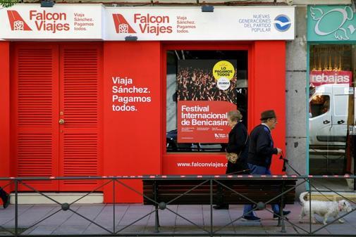 Sede de la campaña del PP Falcon Viajes en la calle Ferraz