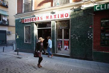 Entrada a las Bodegas Lo Máximo, en Lavapiés.