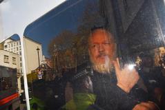 El fundador de WikiLeaks, Julian Assange, a su llegada este jueves a la Corte de Magistrados de Westminster en Londres (Reino Unido) tras su detención.