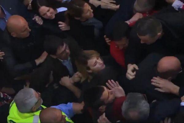 Escrache a Cayetana Álvarez de Toledo tras un acto en la UAB.