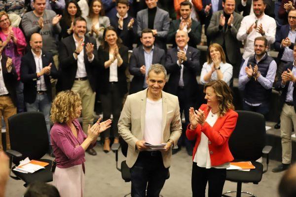 Toni Cantó, junto a la candidata al Congreso, Marta Martín, y la líder de la lista autonómica a las Cortes, María Quiles, este sábado en Alicante.