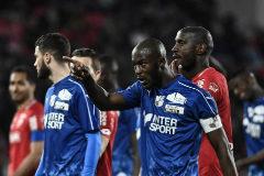Partido detenido en Francia por cánticos racistas