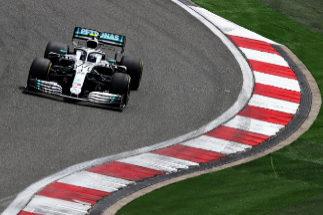 'Pole' de Bottas y problemas para Ferrari y McLaren