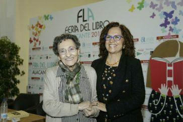 La escritora Francisca Aguirre, en un reciente homenaje del Ayuntamiento de Alicante, su ciudad natal.