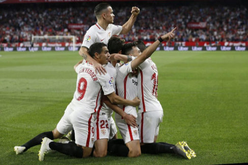 El Sevilla cree en la Champions, el Betis se aleja de Europa