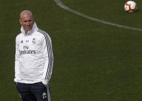 Zidane, durante el entrenamiento del domingo en Valdebebas.