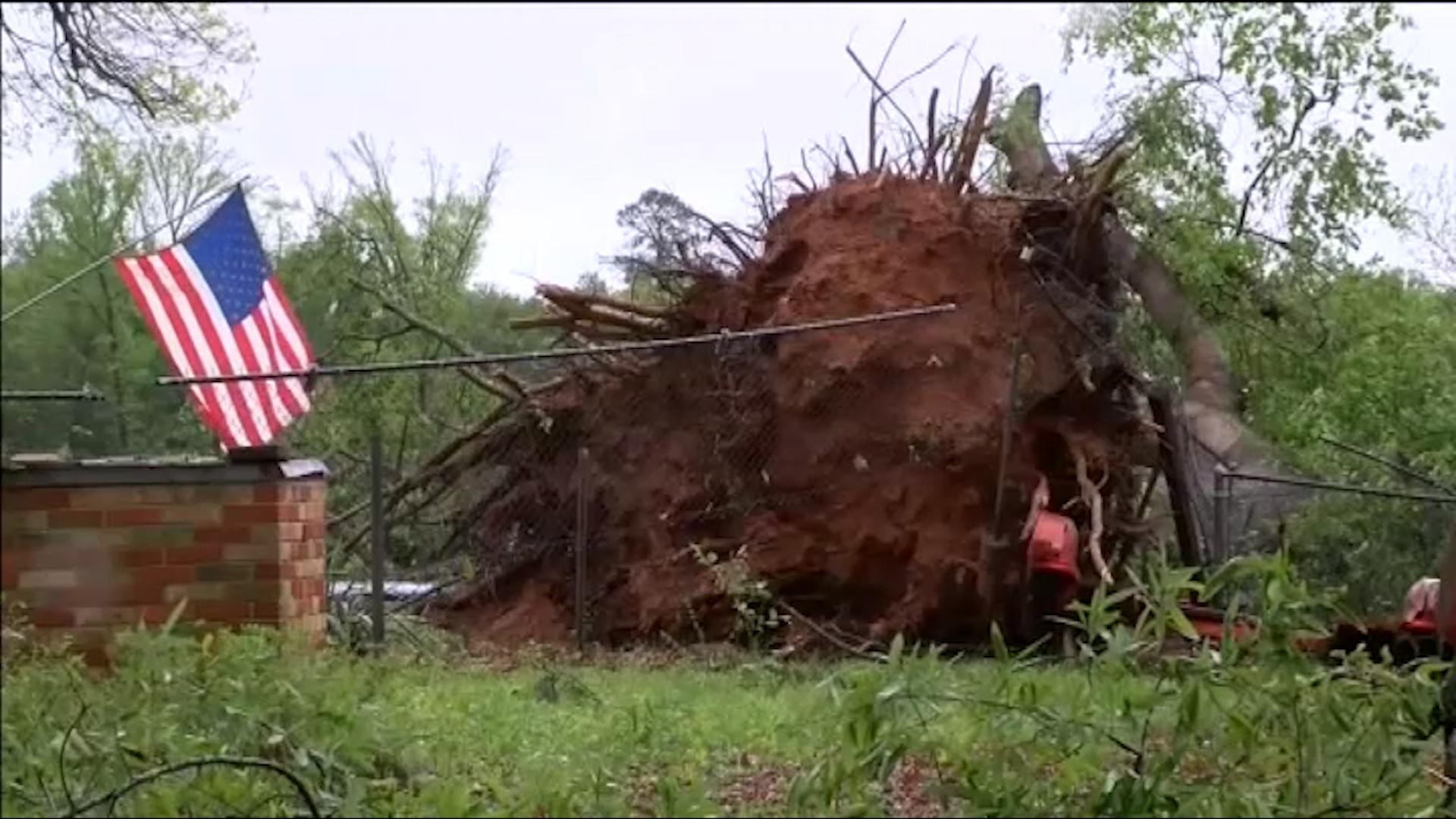 Un tornado en Texas deja una docena de heridos y multitud de daños