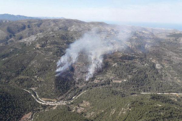 Imagen aérea del incendio declarado en Castell.