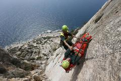 La serie de fotografías incluye espectaculares demostraciones, como este rescate en el Peñón de Ifach.