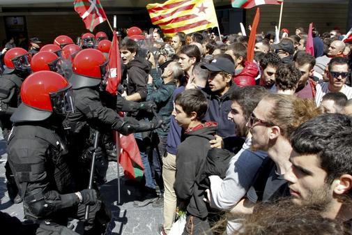 Escrache 'abertzale' durante el acto de Vox en Bilbao
