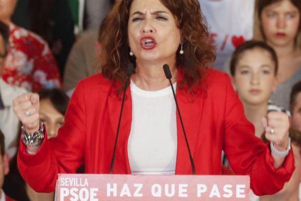La ministra de Hacienda y cabeza de lista del PSOE al Congreso por...
