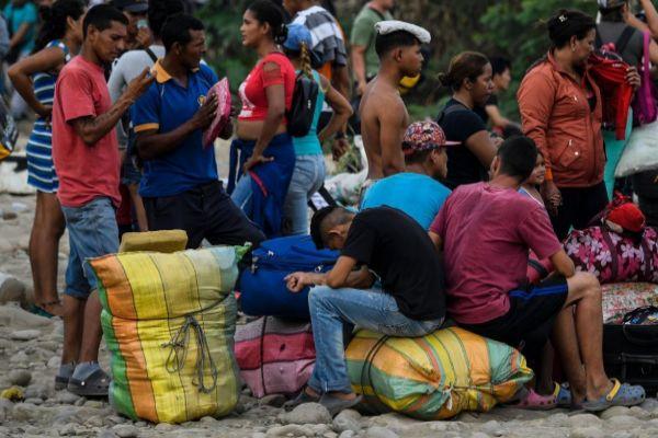 Migrantes venezolanos en la frontera.