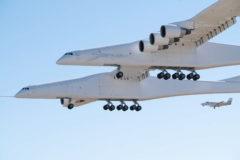El avión más grande del mundo, realiza su primer vuelo