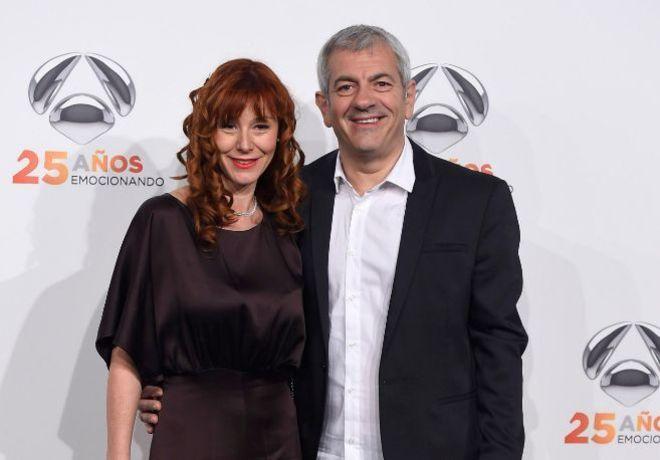 Carlos Sobera, junto a la productora teatral Patricia Santamarina.