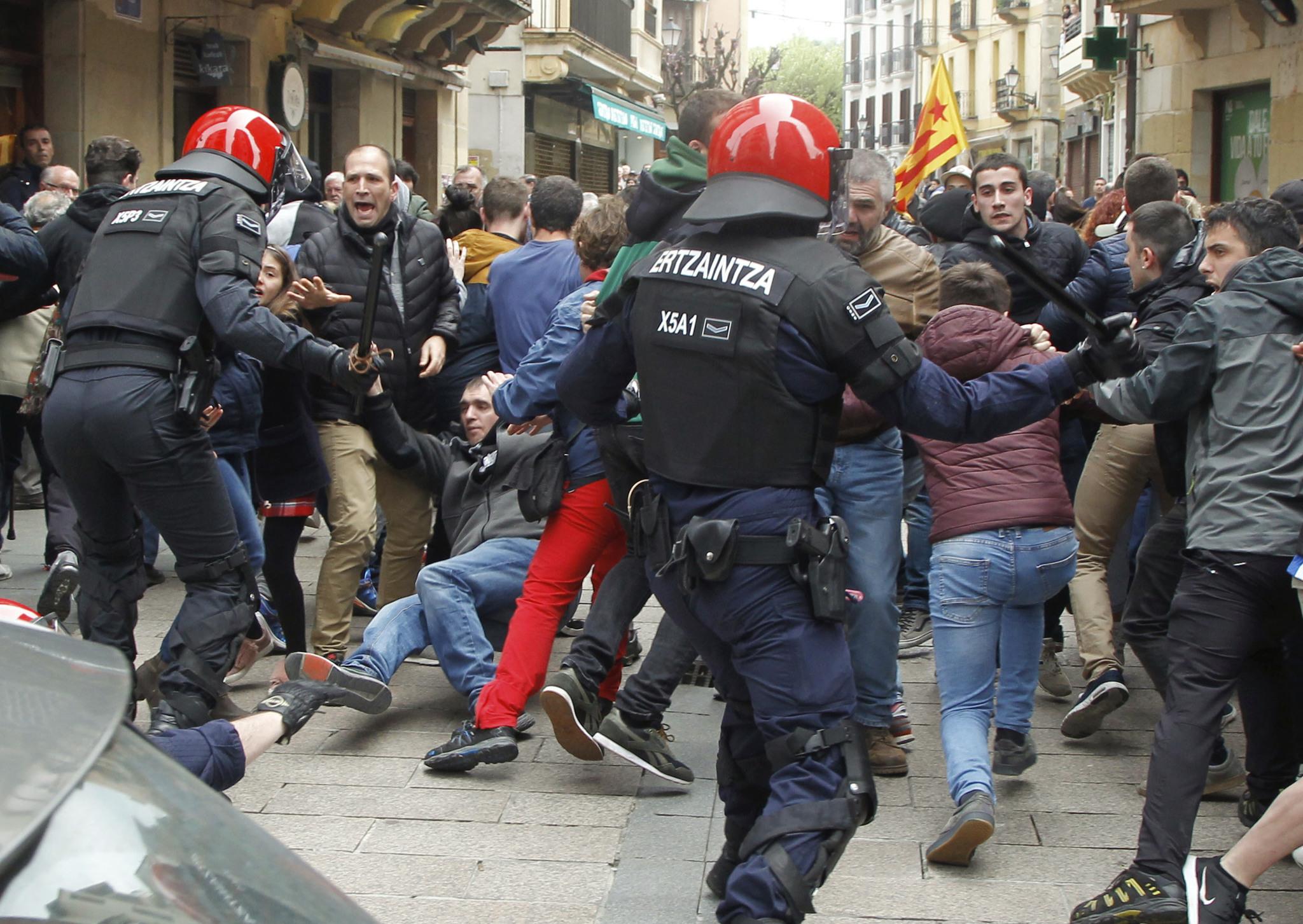 """Sortu acusa a """"los partidos fascistas"""" de venir a Euskadi a """"provocar y buscar bronca"""" y denuncia la """"violencia de la Ertzaintza"""""""