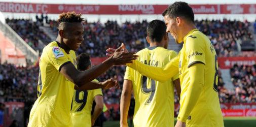 Los jugadores del Villarreal defienden una acción de ataque del Girona, este domingo, en Montilivi.