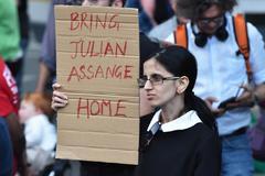 """Assange intentó crear un """"centro de espionaje"""" en la embajada de Ecuador"""