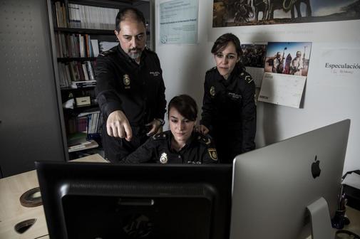 Agentes de la Policía Nacional en comisaría