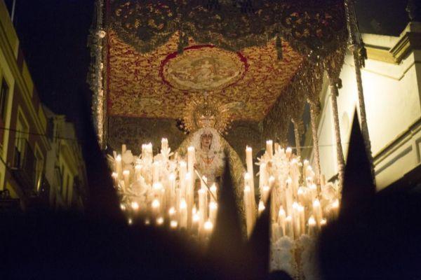 Hermandad de la Macarena en la madrugá de Sevilla