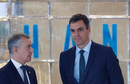 El lehendakari Urkullu junto al presidente Pedro Sánchez en una reunión sobre el cambio climático en San Sebastián.