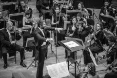 El director de Adda-Simfònica, Josep Vicent, en un momento del concierto