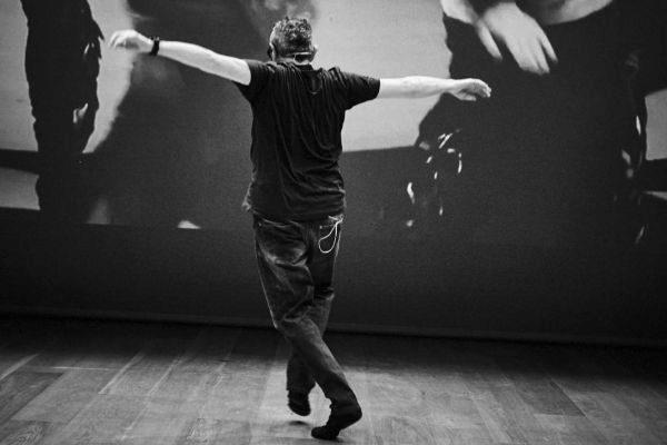Explica Dansa / Una conferència ballada (Toni <HIT>Jodar</HIT>). Madrid. Toni <HIT>Jodar</HIT> representará el espectáculo 'Una conferencia bailada' en el Museo Reina Sofía ©Tristán Pérez-Martín