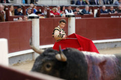 Robleño saludó la única ovación de la tarde del Domingo de Ramos con el cuarto toro de Victorino Martín.
