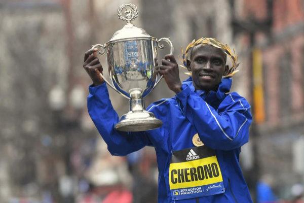 Cherono asombra en el Maratón de Boston con un agónico final ante Desisa