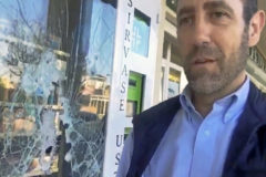 Atacan a pedradas la farmacia que regenta José Ramón Bauzá