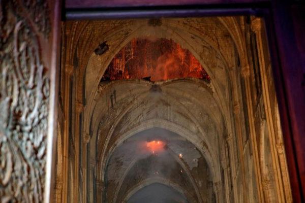 Interior de Notre Dame, destruida por el fuego.