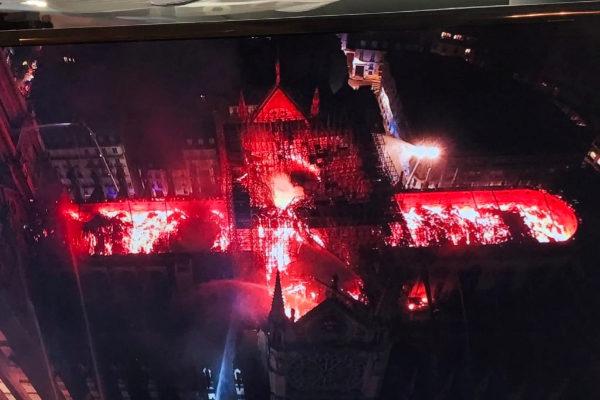 Arde Notre Dame, símbolo de París y del gótico y otras cinco noticias de este martes
