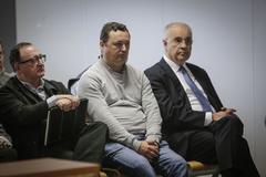 Marc Llinares, Augusto César Tauroni y Rafael Blasco, ayer, durante la sesión del juicio en la que se decidió el aplazamiento hasta el 6 de mayo.