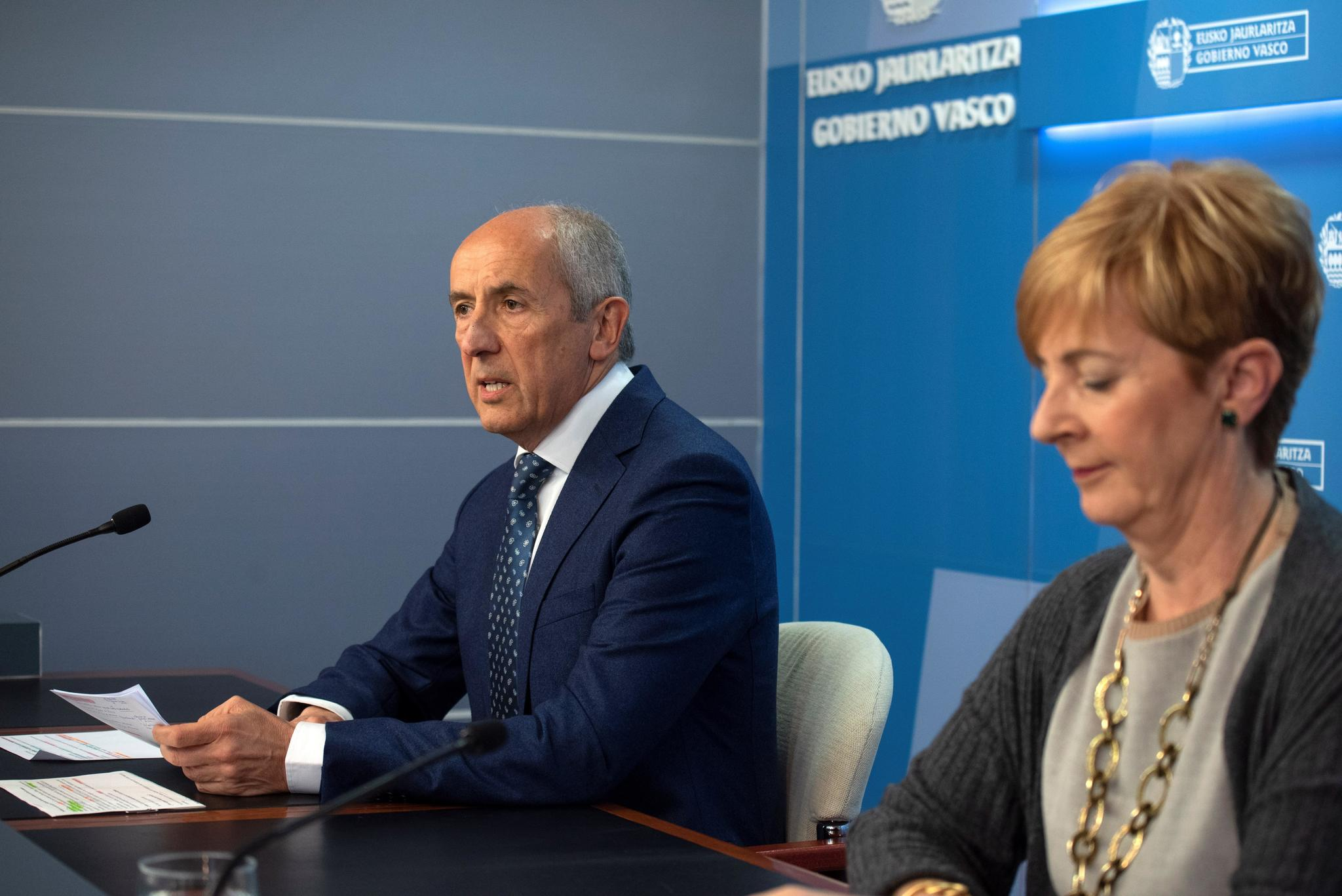 Erkoreka junto a Arantza Tapia tras el Consejo de Gobierno.