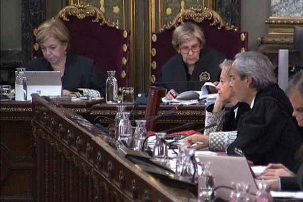 Los fiscales Consuelo Madrigal y Jaime Moreno, durante el juicio.