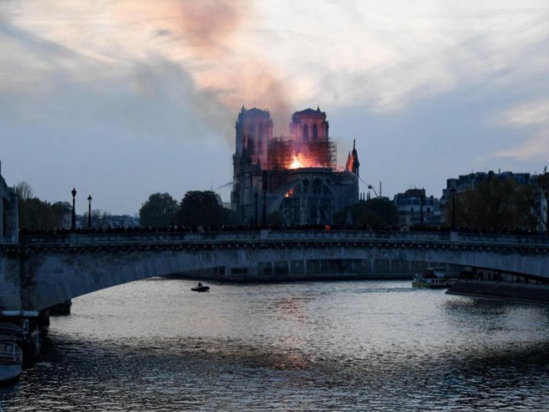 """Las autoridades francesas apuntan a que el incendio de Notre Dame fue """"involuntario"""" y otras cinco noticias del día"""