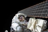 El astronauta Scott Kelly, durante un paseo espacial desde la ISS.