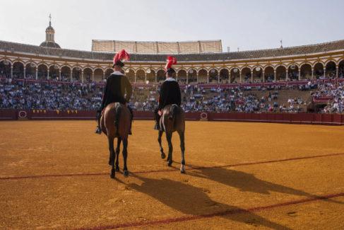 Sevilla levanta el telón cargada de figuras