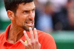 Djokovic sufre en su debut ante Kohlschreiber