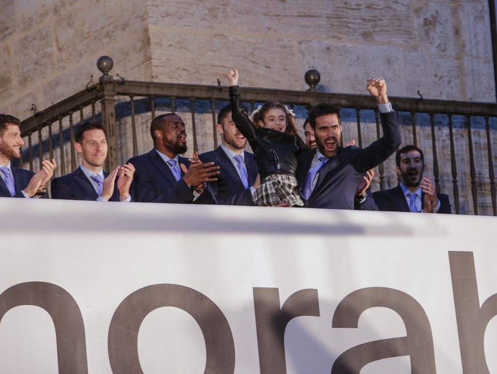 El Valencia Basket celebra el titulo de la Eurocup 2019