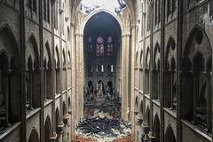 """Macron: """"Vamos a reconstruir la catedral en cinco años"""""""