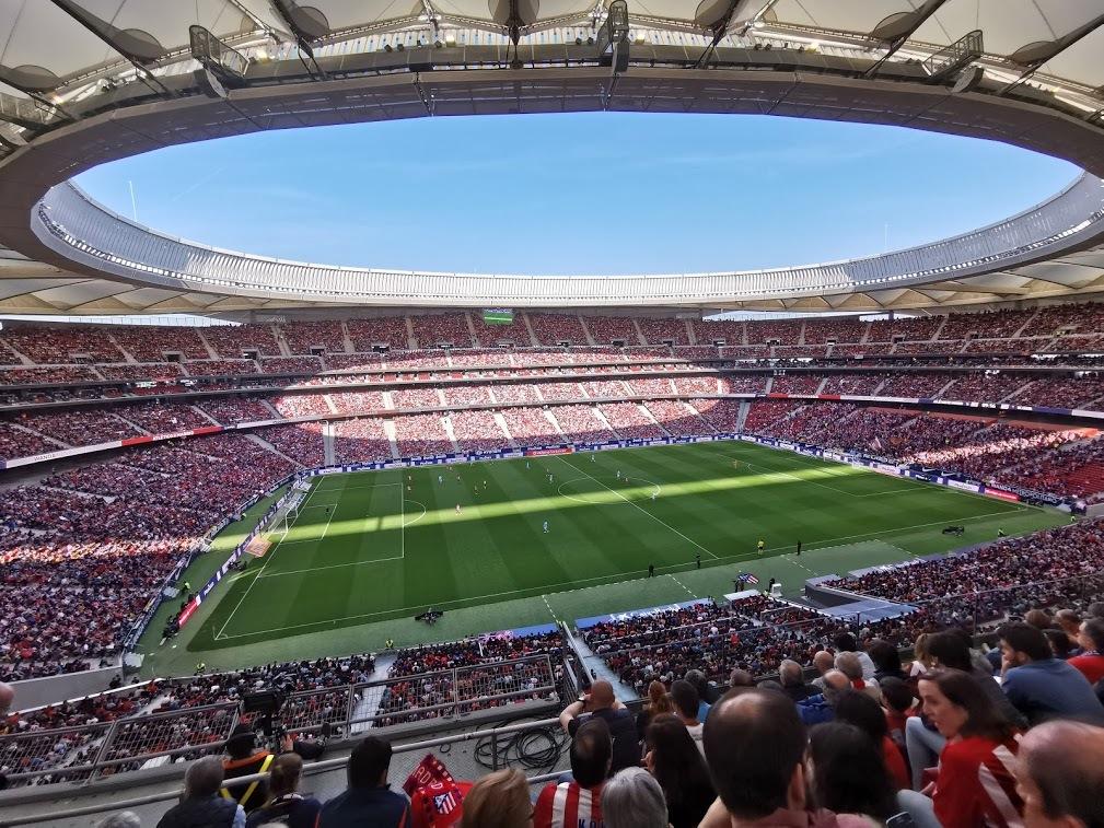 ¿Qué puedes hacer con un móvil con zoom de 50 aumentos en un partido de fútbol?