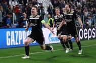 De Ligt celebra el gol, en el estadio de la Juventus.